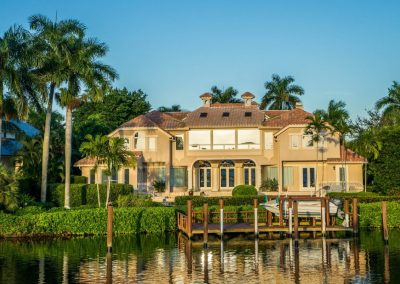 a picture of a Florida house onTampa Bay with Lawn Care by Always Green